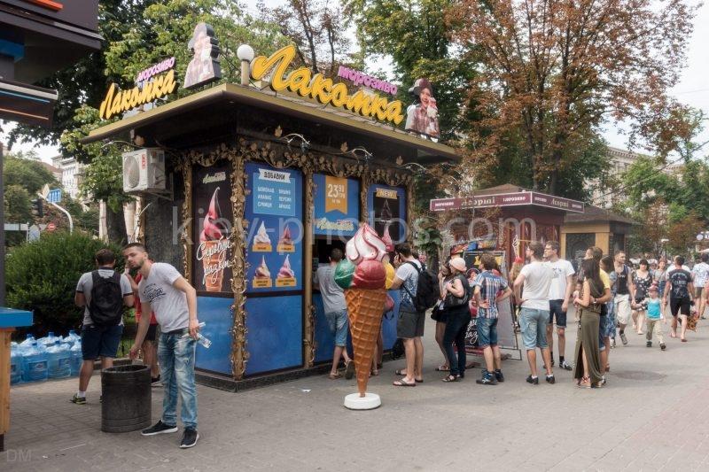 Popular ice cream kiosk in Kiev city centre
