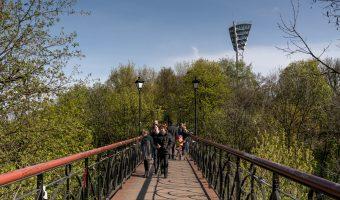 Photo of Lovers Bridge, the pedestrian bridge between City Garden and Khreshchatyk Park in Kiev. A floodlight of the Valeriy Lobanovskyi Dynamo Stadium can be seen.