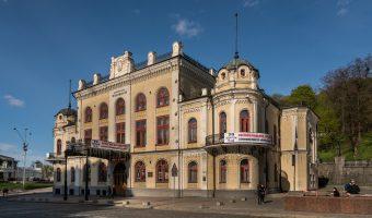 Photo of the Kiev Philharmonic concert hall. It is located near the entrance to Khreshchatyk Park in Kiev, Ukraine.
