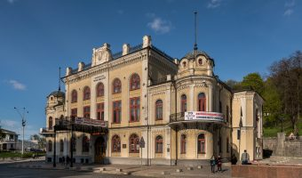Photo of the National Philharmonic of Ukraine concert hall (Kiev Philharmonic). It is situated close to the entrance to Khreshchatyk Park.