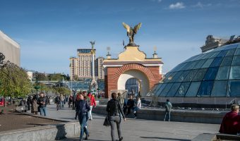 Photograph of Independence Square in Kiev. Sights in the photo include the glass roof of Globus (an underground shopping mall), the Lach Gates, Independence Monument, and the Hotel Ukraine.