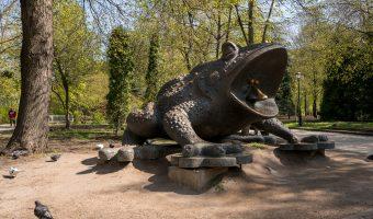 Bronze sculpture of a toad by Ukrainian artist Oleg Pinchuk. Situated in Khreshchatyk Park, Kiev.