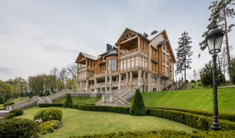 The main house at the the Mezhyhirya estate. Named 'Honka' after Honkarakenne, the Finnish log home manufacturer that built it.