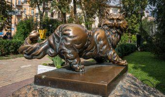 Bronze statue of a cat at the Golden Gate in Kiev, Ukraine
