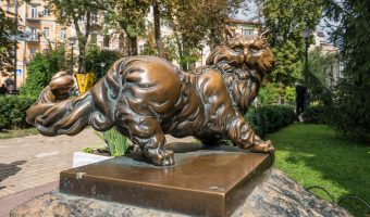 Bronze statue of a cat near the Pantagruel restaurant in Kiev, Ukraine
