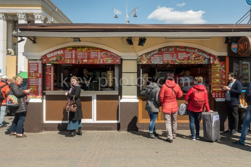Kebab stall at Kiev Train Station (Vokzalna Square – Central Station side).