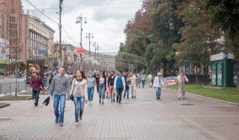 Pedestrians walking down Khreshchatyk in the summer