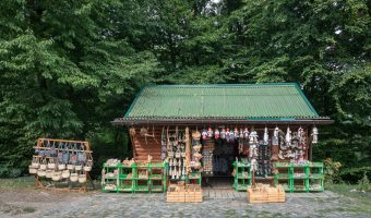 Souvenir stall at Pyrohiv / Pirogov Museum of Folk Architecture and Everyday Life
