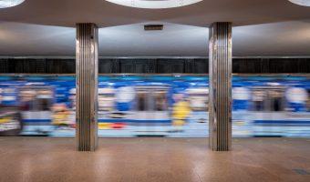 Train departing fromBeresteiska Metro Station in Kiev.