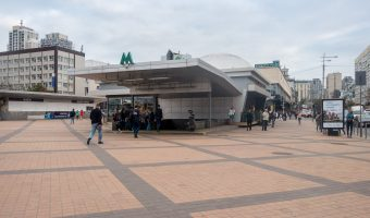 Photo of the entrance to Olimpiiska Metro Station.