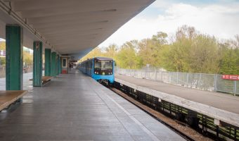 Train departing from Hydropark Metro Station.